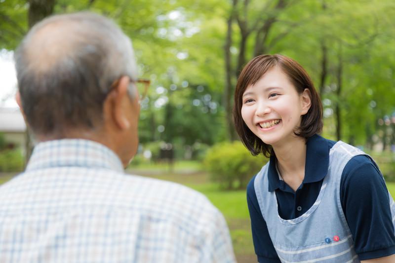 【介護スタッフ】≪思いやり・寄り添う心を大切にする≫そんな温かい職場です♪